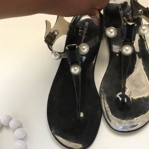 BCBG Onyx and Pearl Embellished Thong Sandals Sz8